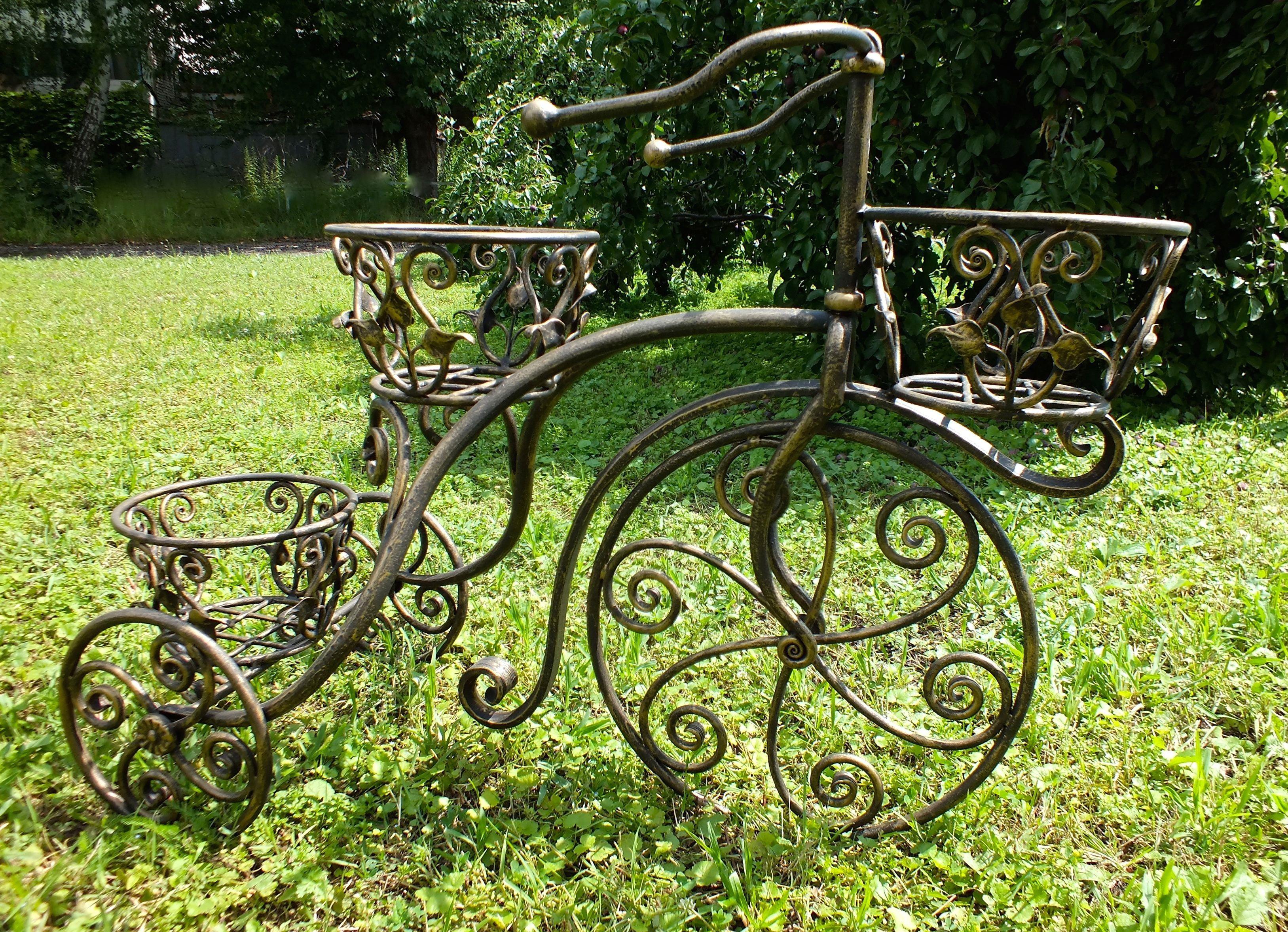 Кованый велосипед под цветы
